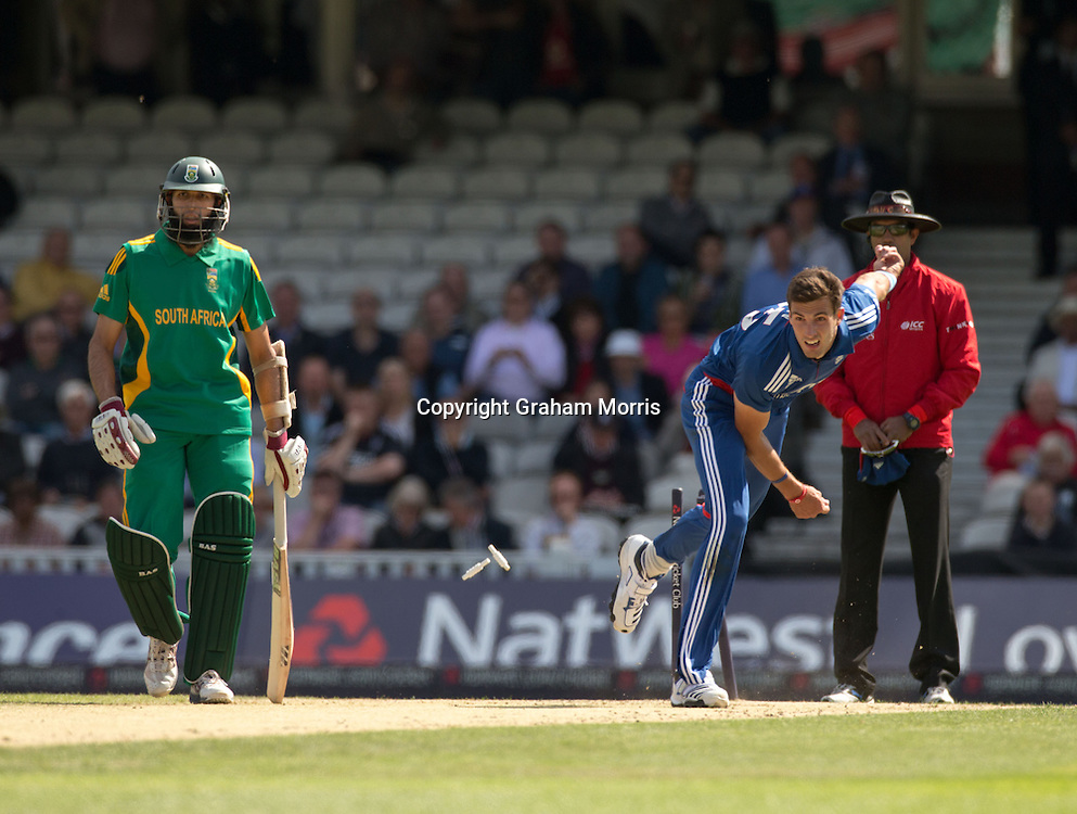 Steven Finn knocks the bails off as he bowls past Hashim Amla during the third NatWest Series one day international between England and South Africa at the Kia Oval, London. Photo: Graham Morris (Tel: +44(0)20 8969 4192 Email: sales@cricketpix.com) 31/08/12
