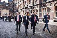 Nederland. Den Haag, 25 maart 2009.<br /> Rouvoet, Bos en balkenende op weg naar de Tweede Kamer  Balkenende legt een verklaring af n.a.v. het gesloten akkoord. De top van het kabinet en de sociale partners hebben gisteravond laat een principe-akkoord gesloten. Coalitieberaad, crisisakkoord<br /> Foto Martijn Beekman