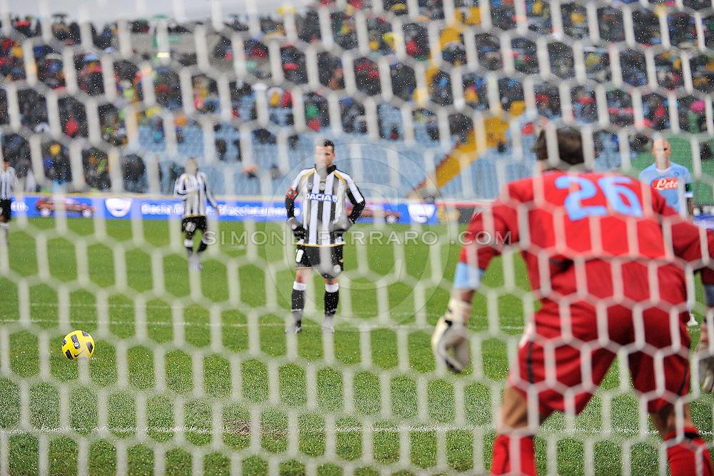 Udine,  28/11/2010..Campionato di calcio Serie A 2010/2011.Udinese vs Napoli. Stadio Friuli. 14^ Giornata.Nella Foto: Goal su rigore di Antonio Di Natale.Foto di Simone Ferraro