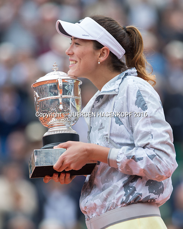 Siegerin Garbine Muguruza (ESP) mit Pokal,<br /> Siegerehrung,Praesentation,Damen Finale,<br /> <br /> Tennis - French Open 2016 - Grand Slam ITF / ATP / WTA -  Roland Garros - Paris -  - France  - 4 June 2016.