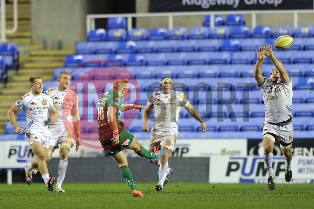 London Irish fly half, Shane Geraghty scores a drop goal to win the game 28 26 in the last minute of the game - Photo mandatory by-line: Dougie Allward/JMP - Mobile: 07966 386802 - 11/01/2015 - SPORT - RUGBY - Reading - Madejski Stadium - London Irish v Exeter Chiefs - Aviva Premiership