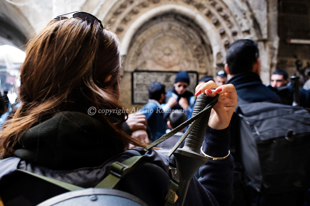 .A soldier checks her equipment in the Old city of Jerusalem, on March 19, 2010. Tensions remained high in Jerusalem and the West Bank as the Quartet for the Middle East urged Israel to stop building settlements and set a target for a final deal with the Palestinians within two years. © ALESSIO ROMENZI