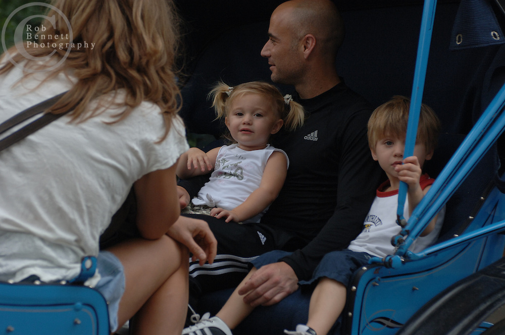 Tennis superstars Andre Agassi and wife Steffi Graf take a horse drawn carriage ride with their two children through Central Park Tuesday afternoon around 5pm..*NO NEW YORK POST/NY TIMES/NY SUN.*Ref: RBNY