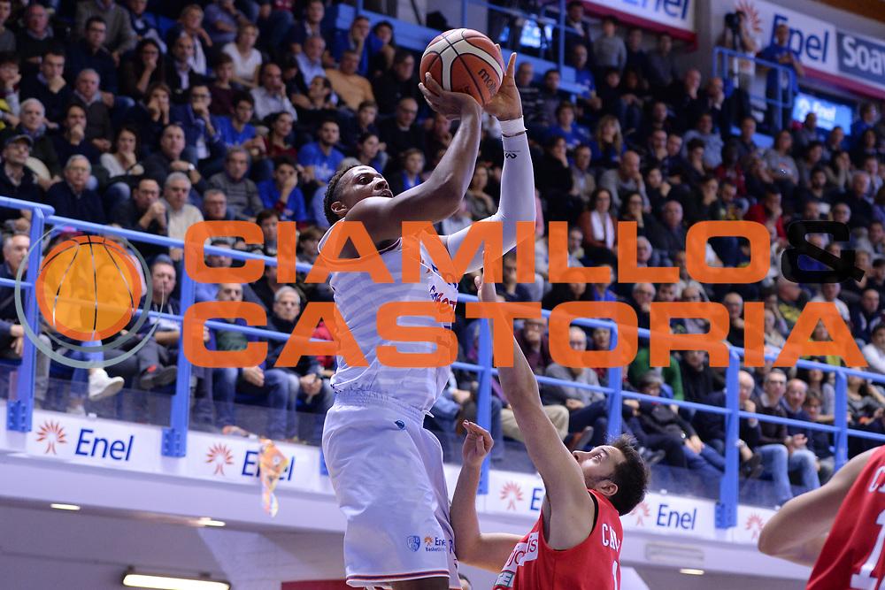 DESCRIZIONE : Brindisi  Lega A 2015-16<br /> Enel Brindisi Openjobmetis Varese<br /> GIOCATORE : Kenneth Kadji<br /> CATEGORIA : Tiro<br /> SQUADRA : Enel Brindisi<br /> EVENTO : Campionato Lega A 2015-2016<br /> GARA :Enel Brindisi Openjobmetis Varese<br /> DATA : 29/11/2015<br /> SPORT : Pallacanestro<br /> AUTORE : Agenzia Ciamillo-Castoria/M.Longo<br /> Galleria : Lega Basket A 2015-2016<br /> Fotonotizia : Brindisi  Lega A 2015-16 Enel Brindisi Openjobmetis Varese<br /> Predefinita :