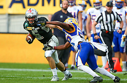 23.07.2016, Woertersee Stadion, Klagenfurt, AUT, AFL, Austrian Bowl XXXII, Swarco Raiders Tirol vs Projekt Spielberg Graz Giants, im Bild Adrian Platzgummer (Swarco Raiders Tirol, WR/QB, #5) und ONeil Blake (Projekt Spielberg Graz Giants, DB, #26) // during the Austrian Football League Austrian Bowl XXXII game between Swarco Raiders Tirol vs Swarco Raiders Tyrol at the Woertersee Stadion, Klagenfurt, Austria on 2016/07/23. EXPA Pictures © 2016, PhotoCredit: EXPA/ Thomas Haumer