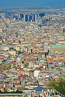 Italie, Campanie, Naples, vue sur la vielle ville de Naples et Spaccanapoli // Italy, Campania, Naples, View from Castel Sant Elmoto to the old city and Spaccanapoli
