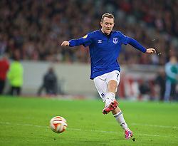 LILLE, FRANCE - Thursday, October 23, 2014: Everton's Aiden McGeady in action against Lille OSC during the UEFA Europa League Group H match at Stade Pierre-Mauroy. (Pic by David Rawcliffe/Propaganda)