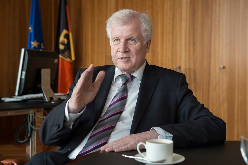 20 JUN 2018, BERLIN/GERMANY:<br /> Horst Seehofer, CSU, Bundesinnenminister, waehrend einem Interview, in seinem Buero, Bundesministerium des Inneren<br /> IMAGE: 20180620-02-018<br /> KEYWORDS: Büro