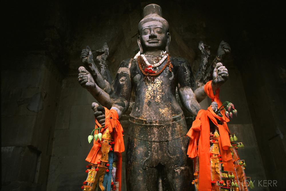 Angor Wat statue