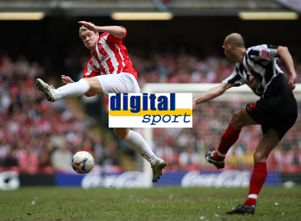 Photo: Rich Eaton.<br /> <br /> Grimsby Town v Cheltenham Town. Coca Cola League 2. Play off Final. 28/05/2006. Grant McCann of Cheltenham tries to block a pass from Robert Jones