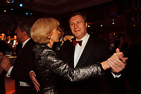 12 NOV 1999, BERLIN/GERMANY:<br /> Wolfgang Gerhard, FDP Parteivorsitzender, und Ehefrau Marlis, tanzen auf dem Bundespresseball 1999, Hotel Intercontinental<br /> Wolfgang Gerhard, Chairman of the Free Democratic Party, and his wife Marlis, are dancing at the Bundespresseball 1999<br /> IMAGE: 19991112-01/03-37<br /> KEYWORDS: ball, dance, Tanz, Frau, Freizeit, Gesellschaft, society