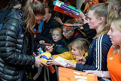 11–01-2020 NED: Semi Final Olympic qualification tournament women Germany - Netherlands, Apeldoorn<br /> First semi final match Germany - Netherlands 3-0 / Anne Buijs #11 of Netherlands, kids zone