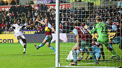 27.10.2013, Liberty Stadion, Swansea, ENG, Premier League, Swansea City vs West Ham United, 09. Runde, im Bild Swansea City's Wilfried Bony sees his shot saved by West Ham United's goalkeeper Jussi Jaaskelainen // during the English Premier League 09th round match between Swansea City AFC and West Ham United at the Liberty Stadion in Swansea, Great Britain on 2013/10/27. EXPA Pictures © 2013, PhotoCredit: EXPA/ Propagandaphoto/ David Rawcliffe<br /> <br /> *****ATTENTION - OUT of ENG, GBR*****