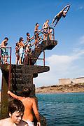 Piscine de Saint Malo, Brittany, france. Plage Bon Scour. Piscine de mer, plongeoir piscine de Saint Malo, Brittany, france