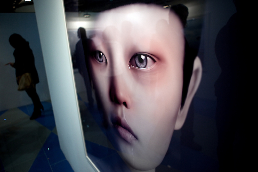 "Seoul/South Korea, Republic Korea, KOR, 02.12.2009: Seoul International Photography Festival 2009 - Reflections in the photograph ""Duzas tears"" by Photographer Oleg Dou."