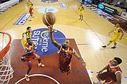 DESCRIZIONE : Ancona Lega A 2012-13 Sutor Montegranaro Acea Roma<br /> GIOCATORE : Phil Goss<br /> CATEGORIA : tiro penetrazione special rimbalzo<br /> SQUADRA : Acea Roma Sutor Montegranaro<br /> EVENTO : Campionato Lega A 2012-2013 <br /> GARA : Sutor Montegranaro Acea Roma<br /> DATA : 13/01/2013<br /> SPORT : Pallacanestro <br /> AUTORE : Agenzia Ciamillo-Castoria/C.De Massis<br /> Galleria : Lega Basket A 2012-2013  <br /> Fotonotizia : Ancona Lega A 2012-13 Sutor Montegranaro Acea Roma<br /> Predefinita :