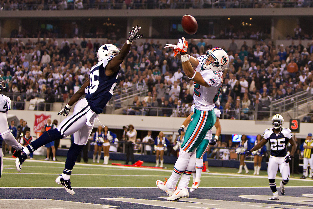 ARLINGTON, TX - NOVEMBER 24:   Frank Walker #25 of the Dallas Cowboys tips a pass that is thrown in the end zone to Brian Hartline #82 of the Miami Dolphins at Cowboys Stadium on November 24, 2011 in Arlington, Texas.  The Cowboys defeated the Dolphins  20 to 19.  (Photo by Wesley Hitt/Getty Images) *** Local Caption *** Frank Walker; Brian Harline