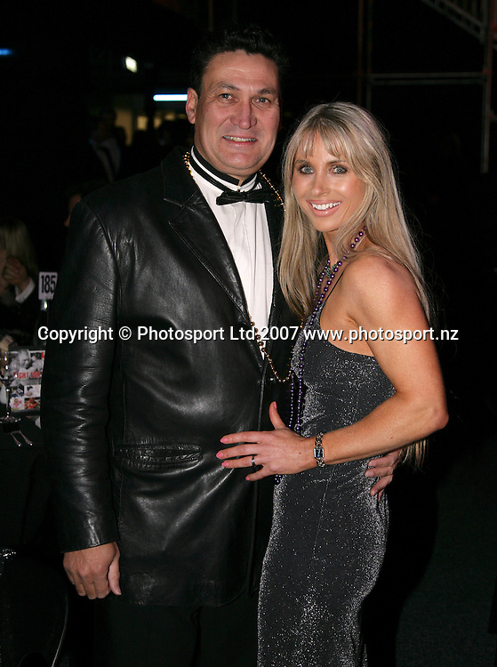 TV personality Clint Brown with wife Sue during Fight For Life at Trusts Stadium, Auckland, New Zealand on Thursday 28 June 2007. Photo: Andrew Cornaga/PHOTOSPORT