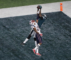 February 4, 2018 - Minneapolis, CA - Super Bowl Eagles wins 41-33 over Patriots..Philadelphia Eagles wide receiver Alshon Jeffery (17) catches a TD pass at U.S. Bank Stadium on Sunday, Feb. 4, 2018 in Minneapolis, CA (Credit Image: © Paul Kuroda via ZUMA Wire)