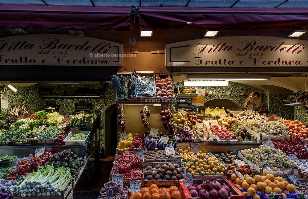 Bologna, Fruit shop in the city center
