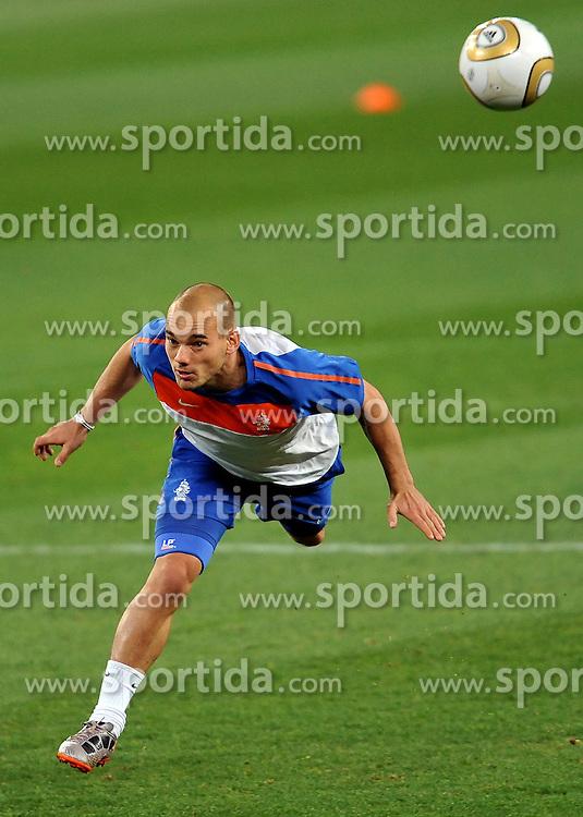10.07.2010, Soccer City Stadium, Johannesburg, RSA, FIFA WM 2010, Training Niederlande im Bild Wesley Sneijder, EXPA Pictures © 2010, PhotoCredit: EXPA/ InsideFoto/ Perottino *** ATTENTION *** FOR AUSTRIA AND SLOVENIA USE ONLY! / SPORTIDA PHOTO AGENCY
