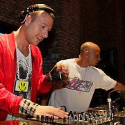 NLD/Amsterdam/20080719 - Feest 15 jarig bestaan van Bjorn Borg Nederland, DJ Don Diablo achter zijn draaitafel
