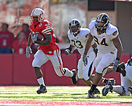 University of Nebraska running back Brandon Jackson (32) runs past Missouri defenders Evander Hood (94) and Dedrick Harrington (33) for a first down run in the first quarter at Memorial Stadium in Lincoln, Nebraska, November 4, 2006.  The Huskers defeated the Tigers 34-20.<br />