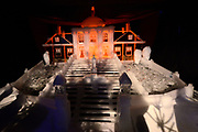 Het IJsbeelden Festival presenteert '200 jaar Koninkrijk der Nederlanden', een vorstelijke geschiedenis in ijs en sneeuw.<br /> <br /> Op de foto: IJssculptuur van Huis ten Bosch
