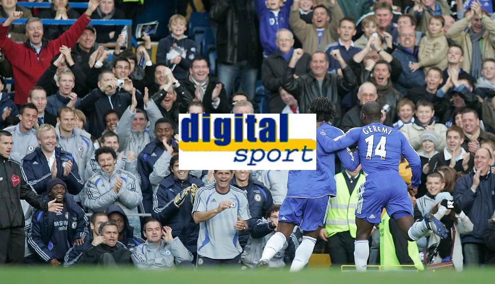 Photo: Marc Atkins.<br />Chelsea v West Ham United. The Barclays Premiership. 18/11/2006. Chelsea goalscorer Geremi runs toward Manager Jose Mourinho to celebrate with teamates.