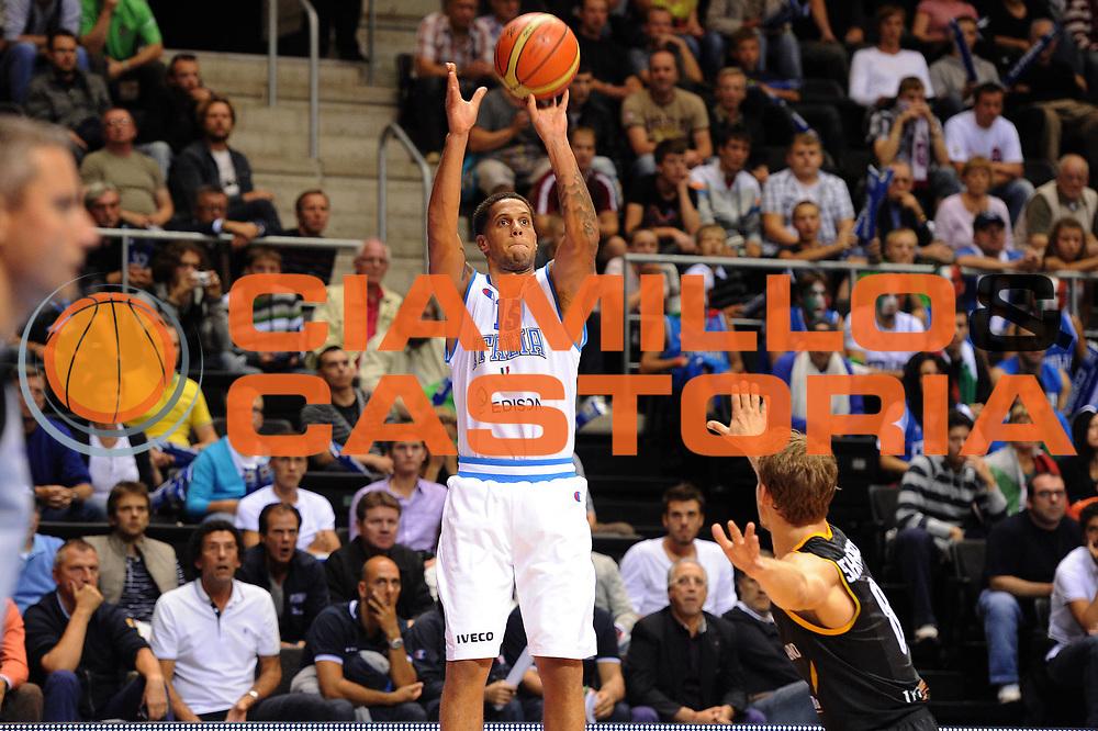 DESCRIZIONE : Siauliai Lithuania Lituania Eurobasket Men 2011 Preliminary Round Italia Germania Italy Germany<br /> GIOCATORE : Daniel Hackett<br /> SQUADRA : Italia Italy<br /> EVENTO : Eurobasket Men 2011<br /> GARA : Italia Germania Italy Germany<br /> DATA : 01/09/2011 <br /> CATEGORIA : tiro<br /> SPORT : Pallacanestro <br /> AUTORE : Agenzia Ciamillo-Castoria/GiulioCiamillo<br /> Galleria : Eurobasket Men 2011 <br /> Fotonotizia : Siauliai Lithuania Lituania Eurobasket Men 2011 Preliminary Round Italia Germania Italy Germany<br /> Predefinita :