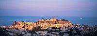 Italie. Sicile. Îles Eolienne. Lipari. Ville de Lipari. // Lipari city at Lipari Island. Eolie Island. Sicily. Italy.
