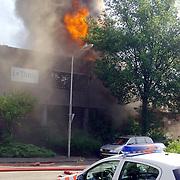 NLD/Huizen/20060704 - Grote brand I Tonic en opslagloods autobedrijf Fred Janssen Ambachtsweg Huizen,