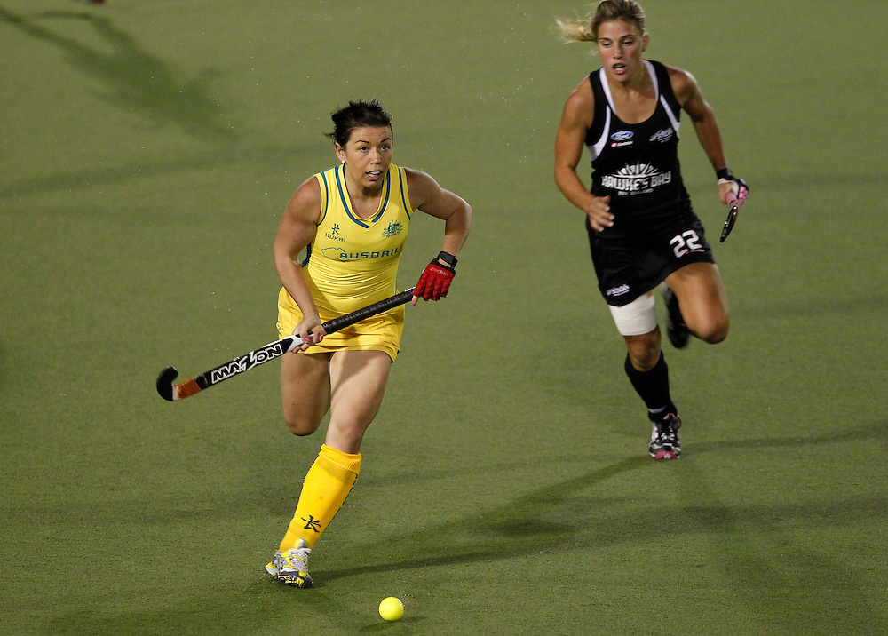 Australia's Jade Close, left, takes off with New Zealand's Gemma Flynn in pursuit during their four nations hockey final at North Harbour Hockey Stadium, Auckland, New Zealand, Monday, April 16, 2012. Credit:SNPA / Ben Campbell..