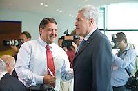20 AUG 2008, BERLIN/GERMANY:<br /> Sigmar Gabriel (L), SPD, Bundesumweltminister, und Michael Glos (R), CSU, Bundeswirtschaftsminister, im Gespraech, vor Beginn einer Kabinettsitzung, Kabinettsaal, Bundeskanzleramt<br /> IMAGE: 20080820-01-018<br /> KEYWORDS: Kabinett, Sitzung, Gespräch