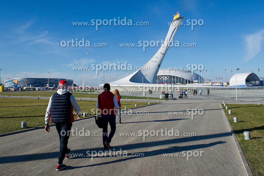 14.02.2014, Olympic Park, Adler, RUS, Sochi, 2014, Feature, im Bild Olympisches Feuer im Olympic Park // during the Olympic Winter Games Sochi 2014 at the Olympic Park in Adler, Russia on 2014/02/14. EXPA Pictures &copy; 2014, PhotoCredit: EXPA/ Freshfocus/ Urs Lindt<br /> <br /> *****ATTENTION - for AUT, SLO, CRO, SRB, BIH, MAZ only*****