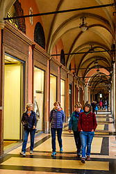 Shoppers and tourists in the Piazza Maggiore, Bologna, Italy<br /> <br /> (c) Andrew Wilson | Edinburgh Elite media