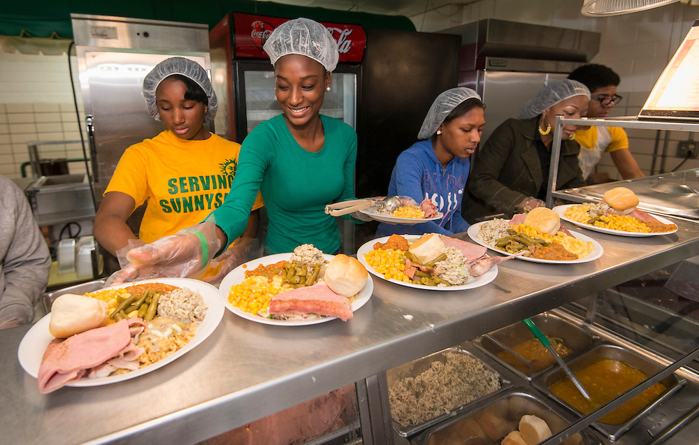 Student volunteers serve a Thanksgiving meal to Sunnyside residents at Worthing High School, November 23, 2013.