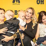 NLD/Amsterdam/20171030 - Oh Baby filmpremiere, groepsfoto met baby's