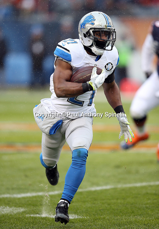 Detroit Lions rookie running back Ameer Abdullah (21) runs for a gain of 11 yards and a first quarter first down to the Chicago Bears 24 yard line during the NFL week 17 regular season football game against the Chicago Bears on Sunday, Jan. 3, 2016 in Chicago. The Lions won the game 24-20. (©Paul Anthony Spinelli)