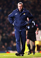 Photo: Chris Ratcliffe.<br />West Ham United v Wigan Athletic. The Barclays Premiership. 28/12/2005.<br />Alan Pardew can't bear to look as his team lose to Wigan.