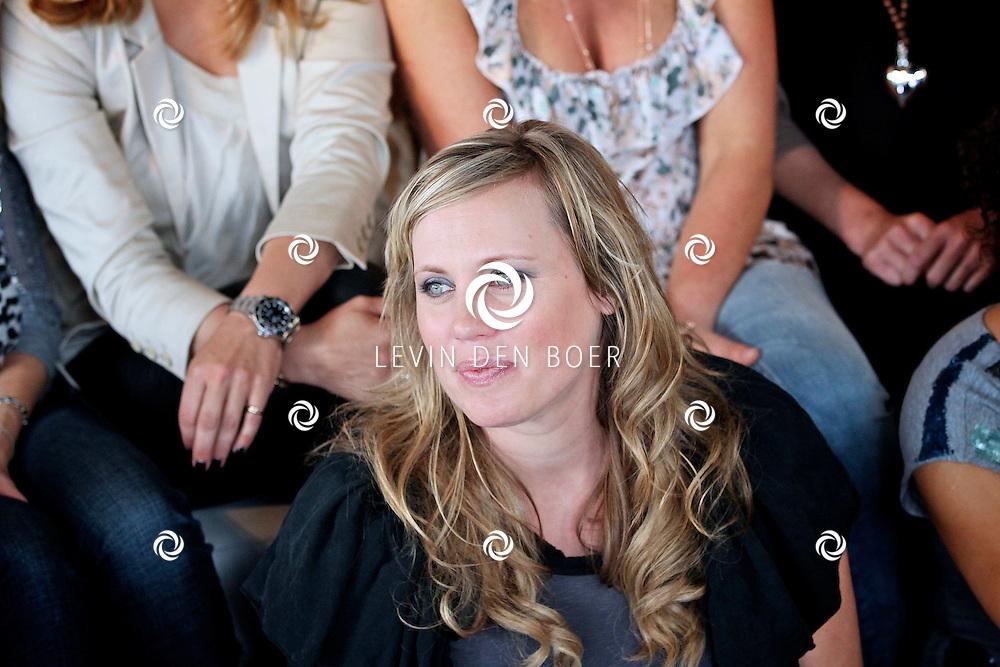 AMSTERDAM - Bij de Amsterdam City Spa hield de Class Company weer een Mom's Moment. Diversen bekenden en onbekende moeders worden weer een hele dag verzorgt en vertroeteld.  Met op de foto presentatrice Regina Romeijn. FOTO LEVIN DEN BOER - PERSFOTO.NU