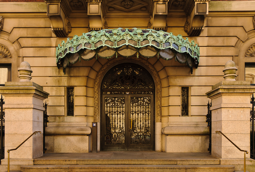 Entrance, Cooper-Hewitt Museum, former Carnegie Mansion, designed by Babb, Cook & Willard, Beaux-Arts, Upper East Side, 5th Ave, New York, New York