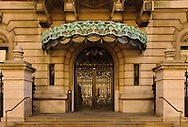 Entrance, Cooper-Hewitt Museum, former Carnegie Mansion, designed by Babb, Cook & Willard, Beaux-Arts, Upper East Side, 5th Ave, New York, New York