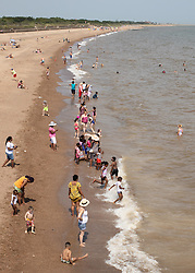 © Licensed to London News Pictures. 25/07/2019. Skegness, Lincolnshire, UK. Skegness seaside resort swelters under the summer heat. Everyone wants to be in the sea. Photo credit: Dave Warren/LNP