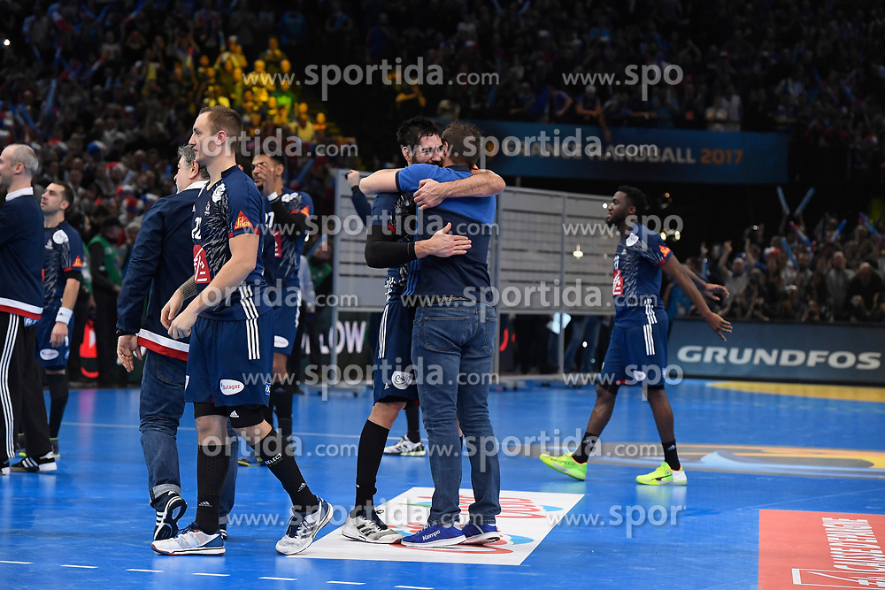 French team celebrate after 25th IHF men's world championship 2017 match between France and Slovenia at Accord hotel Arena on january 26 2017 in Paris. France. PHOTO: CHRISTOPHE SAIDI / SIPA / Sportida