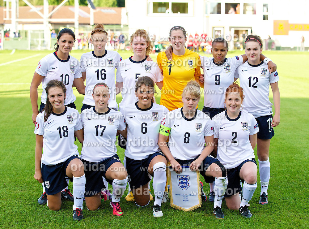 28.08.2013, Richmond Park, Carmarthen, ENG, UEFA Damen U19 EM, England vs Finnland, im Bild England players line up for a team group photograph before the Semi-Final match against Finland of the UEFA Women's Under-19 Championship Wales 2013 tournament at Richmond Park. Back row L-R: Jessica Sigsworth, Meaghan Sergeant, Aoife Mannion, goalkeeper Elizabeth Durack, Nikita Parris, Melissa Lawley. Front row L-R: Katie Zelem, Bethany Mead, Paige Williams, Sherry McCue, Martha Harris. during the UEFA women U 19 championchip group A match between England and Finland at Richmond Park in Carmarthen, Great Britain on 2013/08/28. EXPA Pictures &copy; 2013, PhotoCredit: EXPA/ Propagandaphoto/ Alan Seymour<br /> <br /> ***** ATTENTION - OUT OF ENG, GBR, UK *****