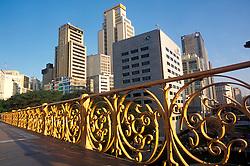 Sao Paulo, SP, Brasil. 2000..Viaduto Santa Ifigenia no centro da cidade./ Santa Ifigenia Viaduct in the city center..Foto © Adri Felden/Argosfoto