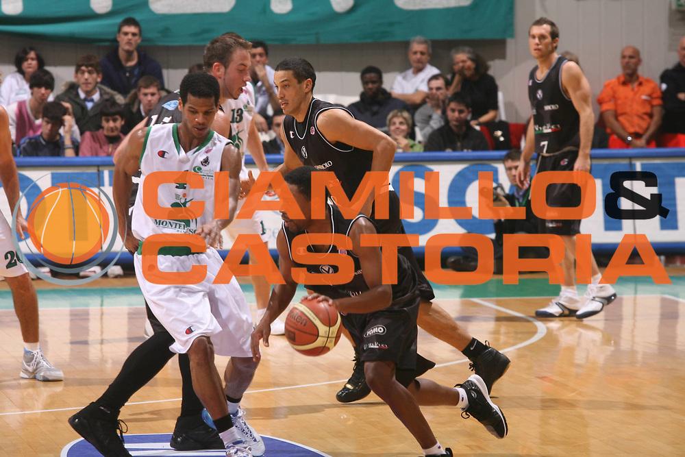 DESCRIZIONE : Siena Lega A1 2006-07 Montepaschi Siena Vidivici Virtus Bologna<br /> GIOCATORE : Bennermann <br /> SQUADRA : Vidivici Virtus Bologna <br /> EVENTO : Campionato Lega A1 2006-2007 <br /> GARA : Montepaschi Siena Vidivici Virtus Bologna <br /> DATA : 25/11/2006 <br /> CATEGORIA : Palleggio <br /> SPORT : Pallacanestro <br /> AUTORE : Agenzia Ciamillo-Castoria/G.Ciamillo