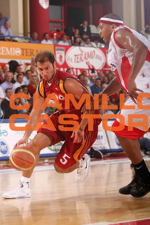 DESCRIZIONE : Teramo Lega A1 2007-08 Siviglia Wear Teramo Lottomatica Virtus Roma <br /> GIOCATORE : Giachetti Jacopo <br /> SQUADRA : Lottomatica Virtus Roma <br /> EVENTO : Campionato Lega A1 2007-2008 <br /> GARA : Siviglia Wear Teramo Lottomatica Virtus Roma <br /> DATA : 06/10/2008 <br /> CATEGORIA : Penetrazione <br /> SPORT : Pallacanestro <br /> AUTORE : Agenzia Ciamillo-Castoria/S.Silvestri <br /> Galleria : Lega Basket A1 2007-2008 <br />Fotonotizia : Teramo Campionato Italiano Lega A1 2007-2008 Siviglia Wear Teramo Lottomatica Virtus Roma <br />Predefinita :