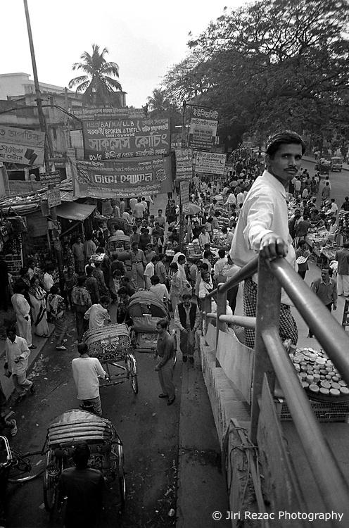 BANGLADESH DHAKA JUL94 - Bridge in Farm Gate, downtown Dhaka...jre/Photo by Jiri Rezac..© Jiri Rezac 1994